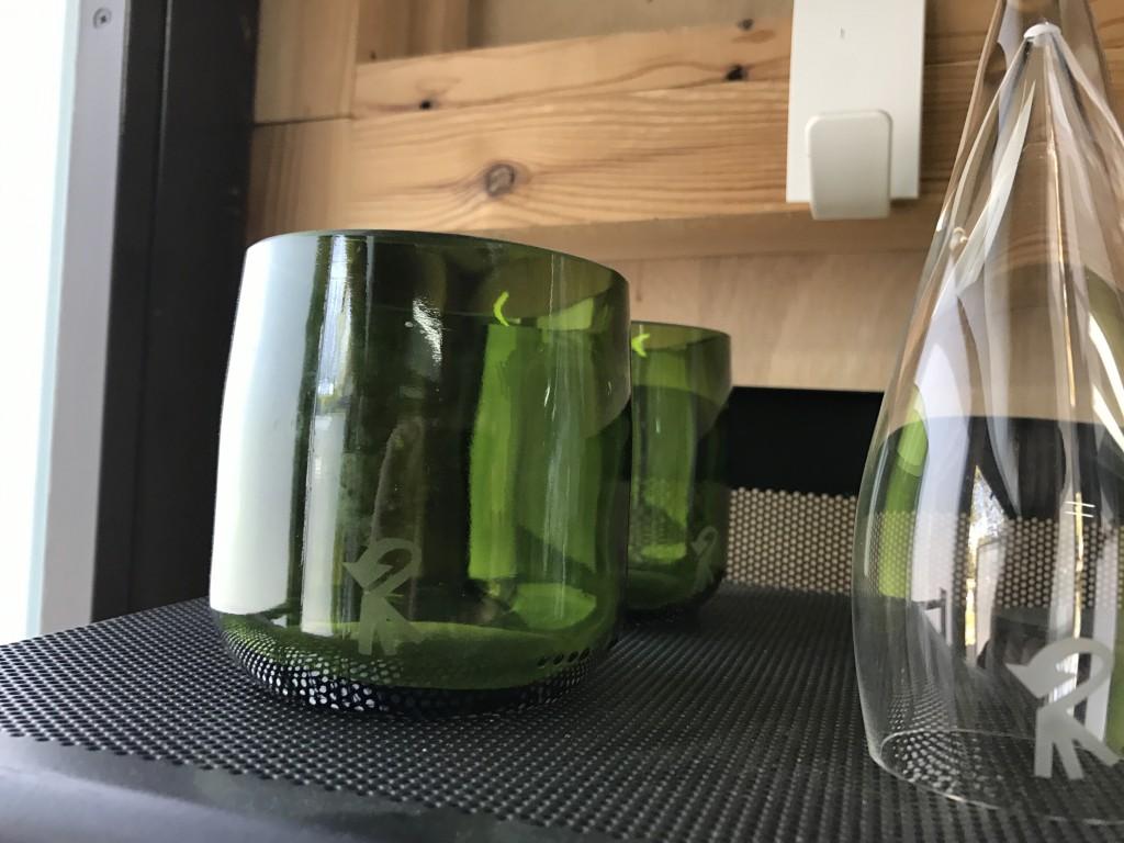Vaso y conservador de aroma, piezas creadas en RocaRecicla, para uso en el mismo restaurante